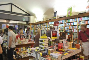 Interno della Libreria Ghibellina di Pisa (da Facebook)