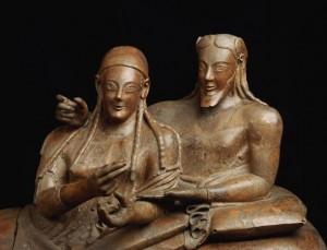 Una coppia di coniugi etruschi ritratti sul loro sarcofago.