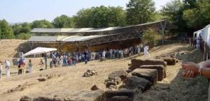 Archeo Club Valdarno impegnato nella raccolta di reperti etruschi