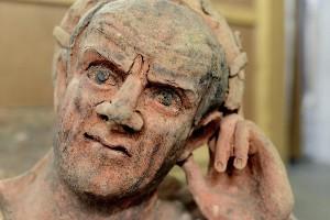 Un particolare del sarcofago etrusco con figura maschile distesa. © Ministère public genevois